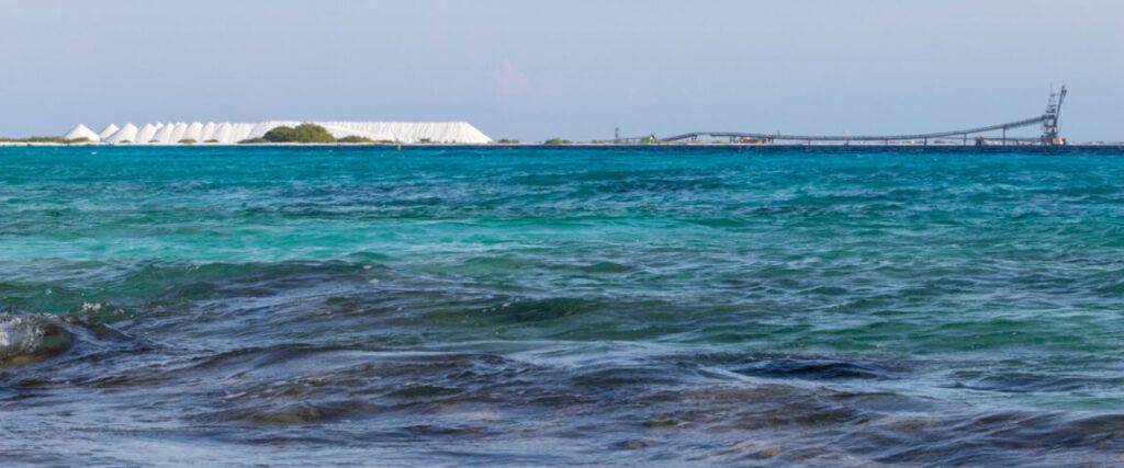 De Zoutpier van Bonaire vanaf zee gezien